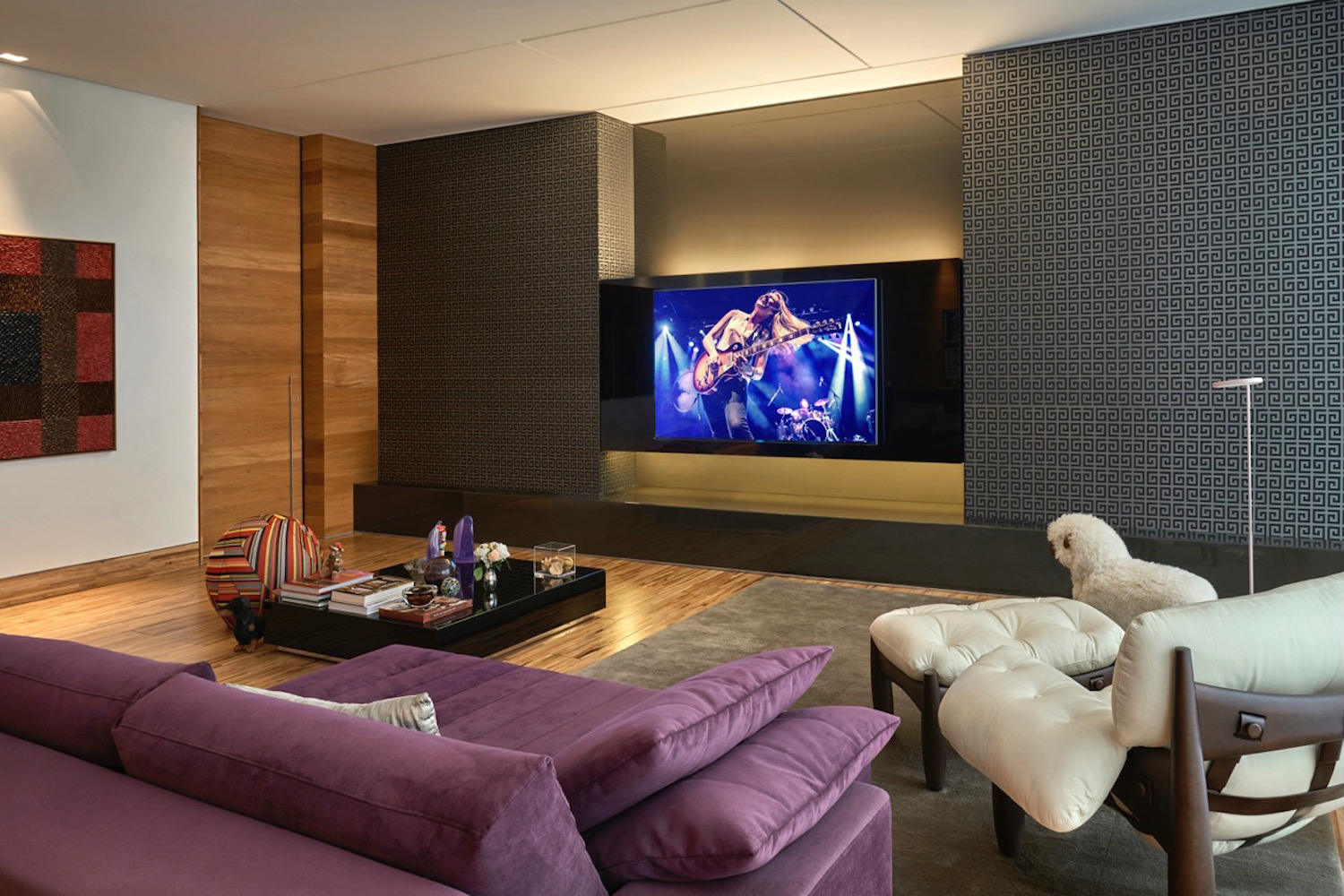 This ultra luxurious home in Belo Horizonte, Brazil had two primary requirements: The quintessence of advanced audio and video technology, and it was to be housed in the most sumptuous and acoustically pristine environment imaginable. Living Room. WSDG Residential projects.