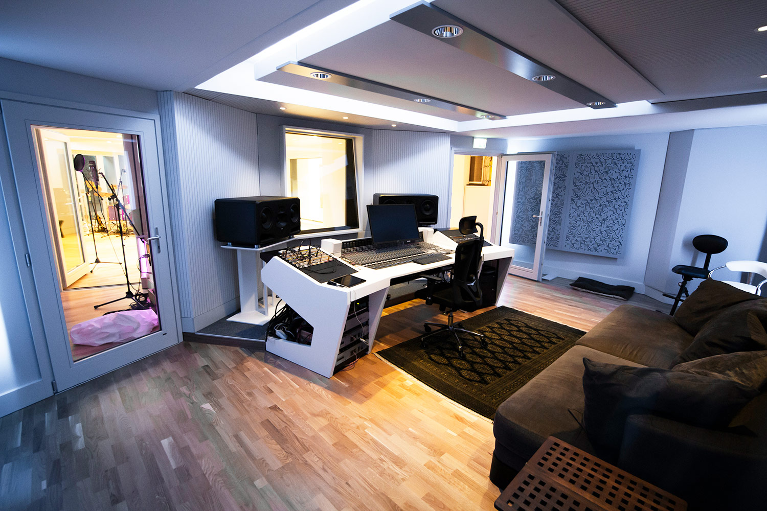 Vienna City Sound is a twelve-room recording studio built in the basement of a vintage commercial building in the heart of Vienna. Owner Peter Zimmerl's retained the services of WSDG to design his dream studio. Control room.