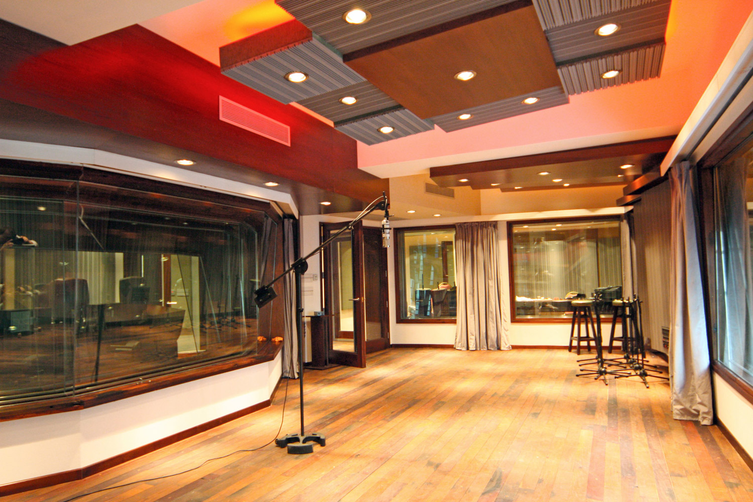 Vivace Music Studio in Montevideo, Uruguay. Professional recording studio designed and built by WSDG. Project manager WSDG partner Sergio Molho, and Representative Gonzalo Ruiz. Live Room A-2