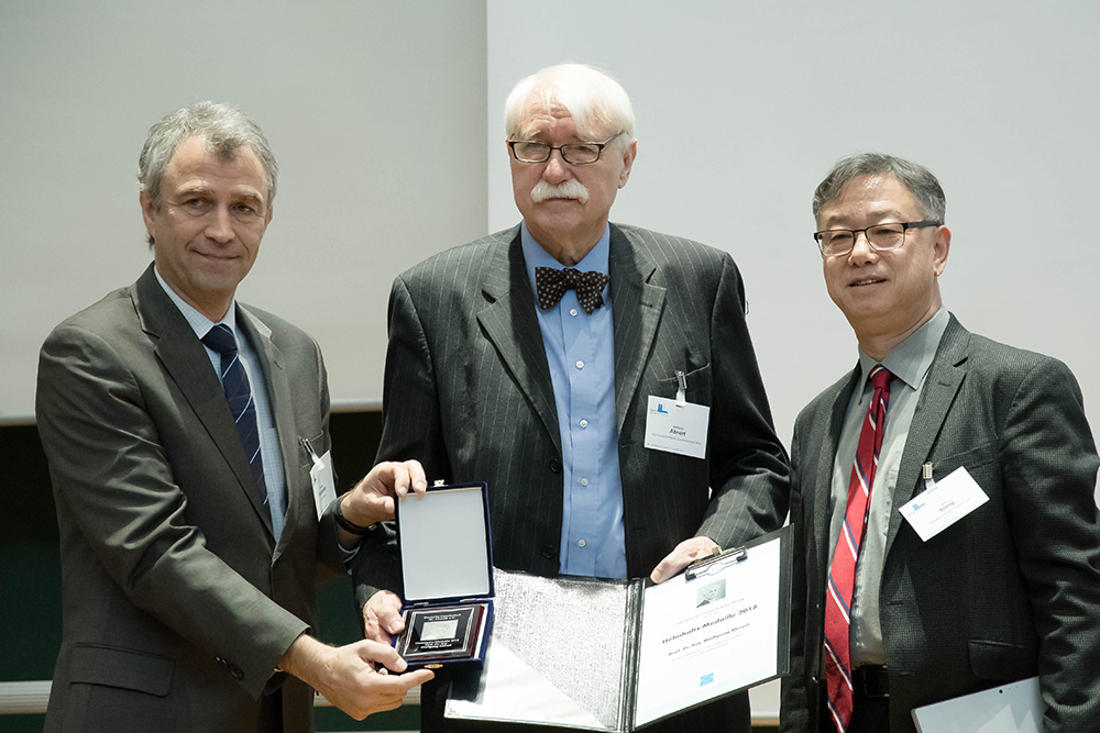 Prof. Dr. Wolfgang Ahnert receives the DEGA's Helmholtz Medal for a lifetime achievement In the field of acoustics.
