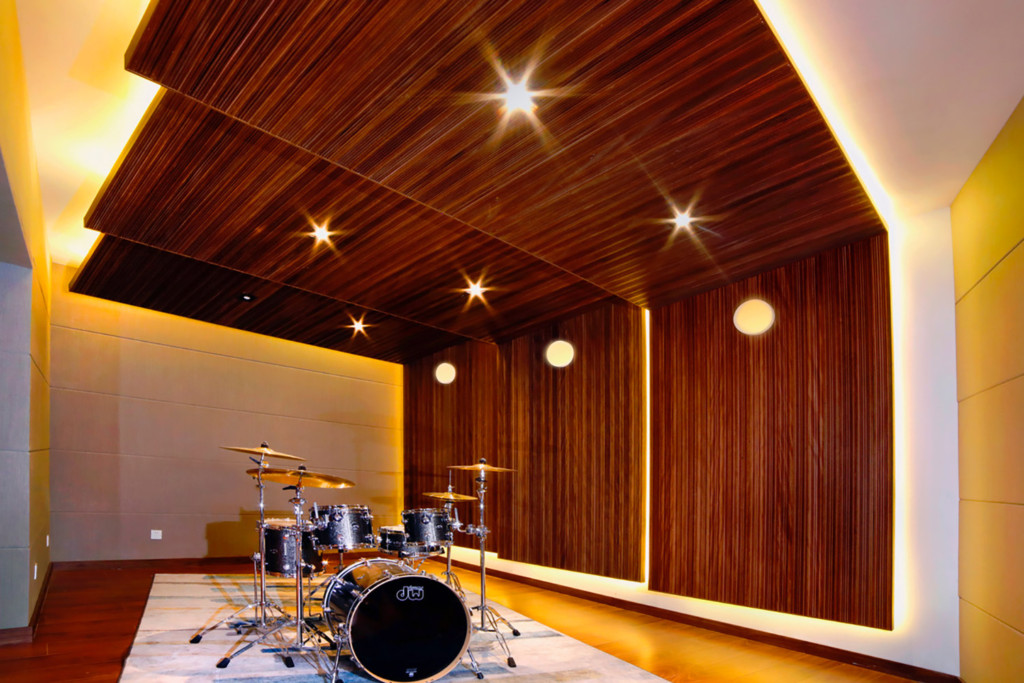 Zhejiang Conservatory of Music in Hangzhou, East China commissioned WSDG to create an important addition to this extraordinary institution, a 21st Century Music Production & Education Complex. Boutique ISO Booth with Drum set.
