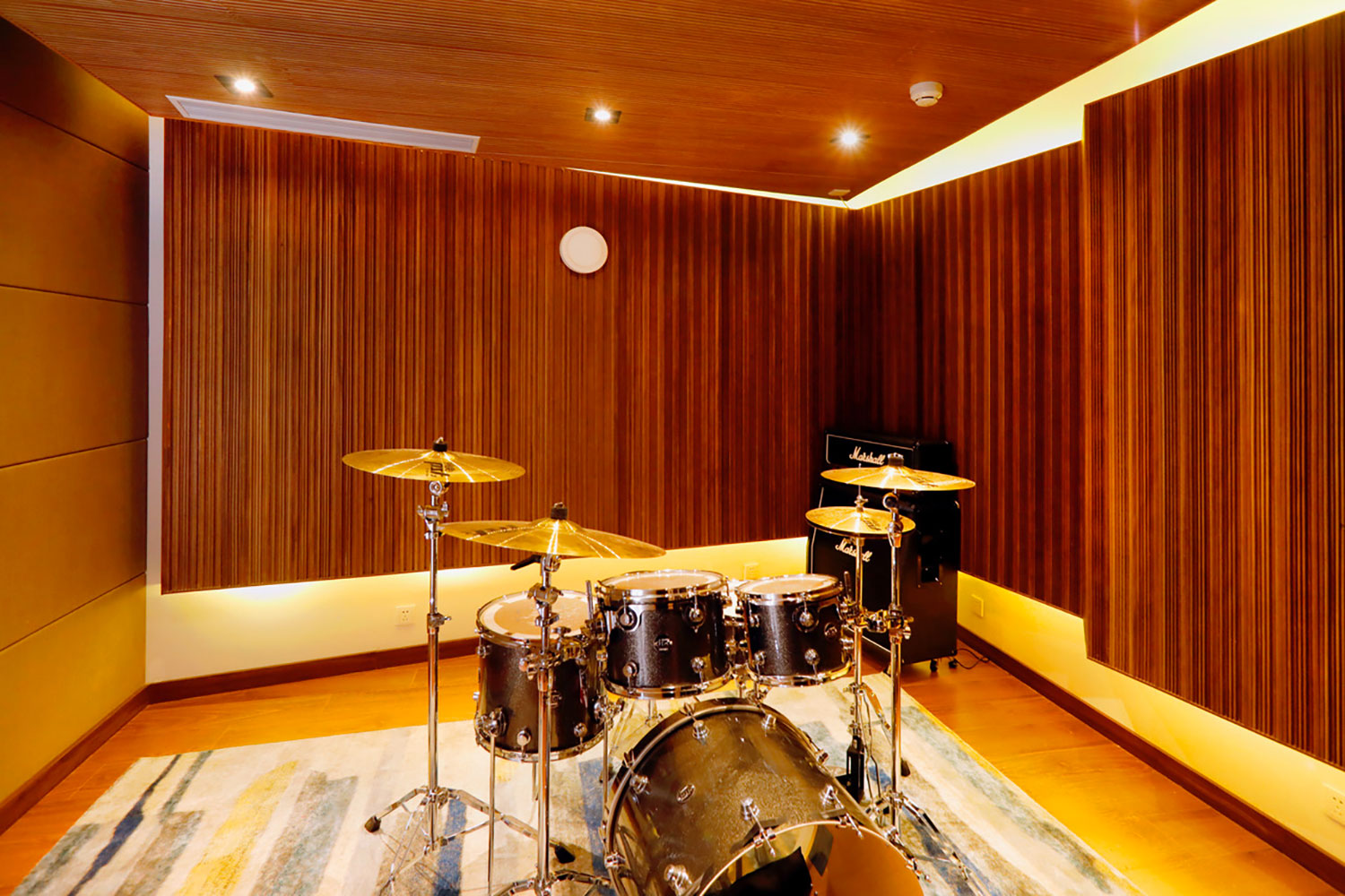 Zhejiang Conservatory of Music in Hangzhou, East China commissioned WSDG to create an important addition to this extraordinary institution, a 21st Century Music Production & Education Complex. Boutique ISO Booth with Drums set.