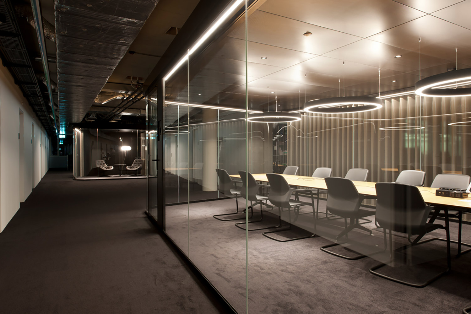 Archiect Nadja Zürcher comissioned WSDG to do acoustic consulting, treatments and A/V integration for the conference, meeting and huddle rooms for a top Zurich Firm. Corporate Europe Project. Meeting Room A side.