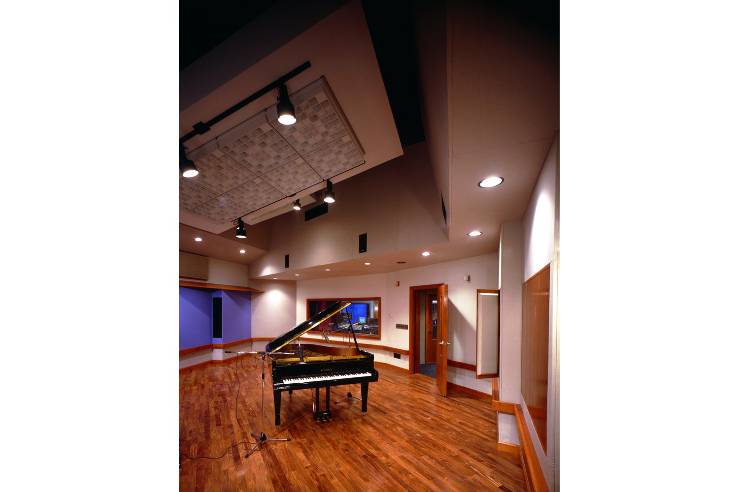 Former Cotton Hill Studios, now Magic Wig Productions. Designed by WSDG (Walters-Storyk Design Group). Piano live room.