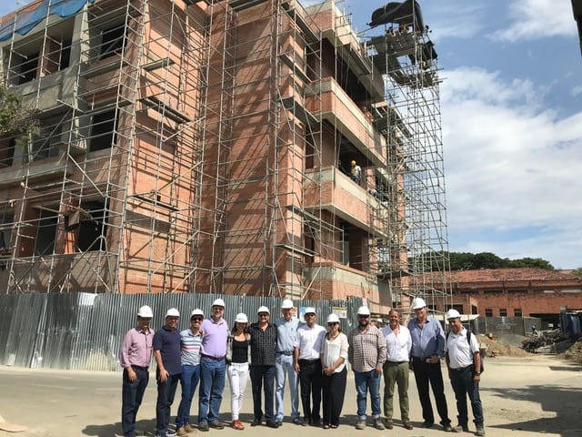 WSDG and ICESI Design / Construction team at construction site in Cali, Colombia - ICESI University.